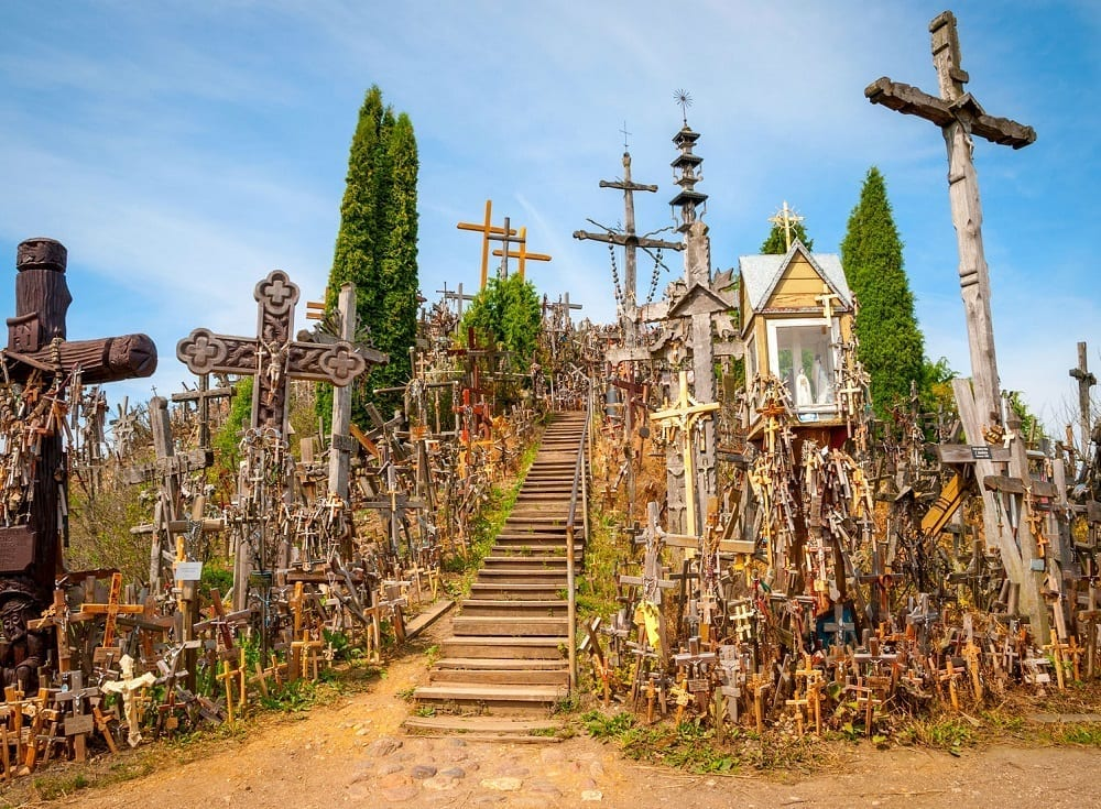 Tour to Hill of Crosses from Riga including Rundale Palace